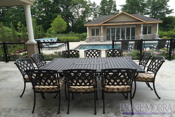 outdoor_living_dining_area_square_table